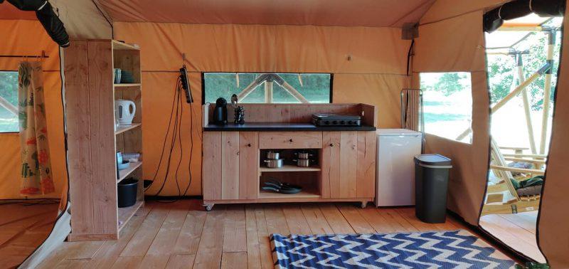 verrijdbare keuken met aangepaste kleuren